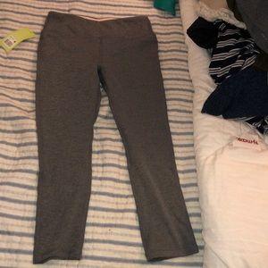 Gray cropped leggings